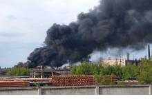 """В районе завода """"Корунд"""" в Дзержинске произошел сильный пожар"""