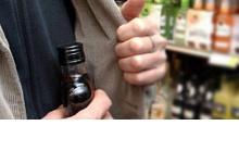 Грабитель пытался вынести алкоголь из магазина в Дзержинске
