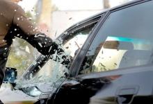 В Дзержинске похититель разбил стекло автомобиля, чтобы украсть автоприборы