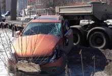 Водитель «Волги» не успел затормозить и влетел под грузовик на трассе М7 под Дзе