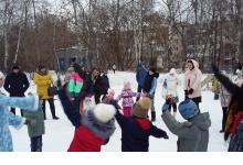 Школьники помогли депутату провести праздник двора в Дзержинске