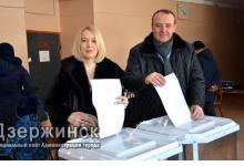Виктор Нестеров проголосовал на избирательном участке в школе №22 в Дзержинске