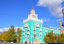 Сергей Попов и Виктор Нестеров поздравили работников социальной сферы Дзержинска