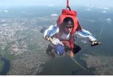 Жительница Дзержинска в 63 года прыгнула с парашютом
