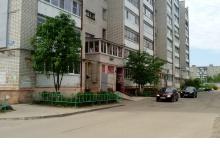 Во дворах Дзержинска начали устанавливать новый металлический штакетник