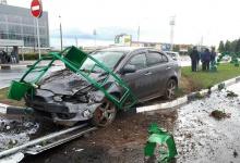 Машина протаранила новую клумбу в центре Дзержинска