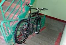 Житель Дзержинска оставил велосипед в подъезде и лишился его