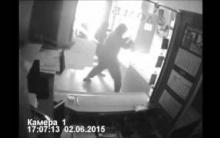 Посетителя бара в Дзержинске избили и ограбили