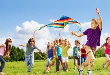 В Дзержинске открыты школьные лагеря. Для них проводят концерты, игры, соревнова