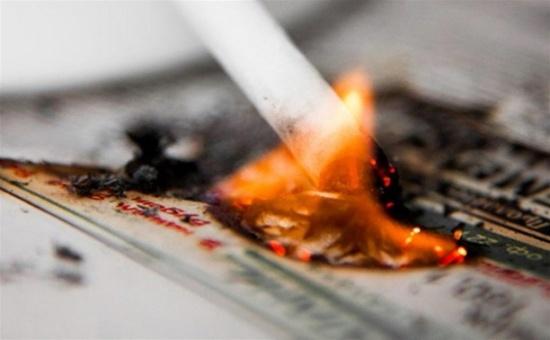 69-летний курильщик устроил пожар впятиэтажке вДзержинске