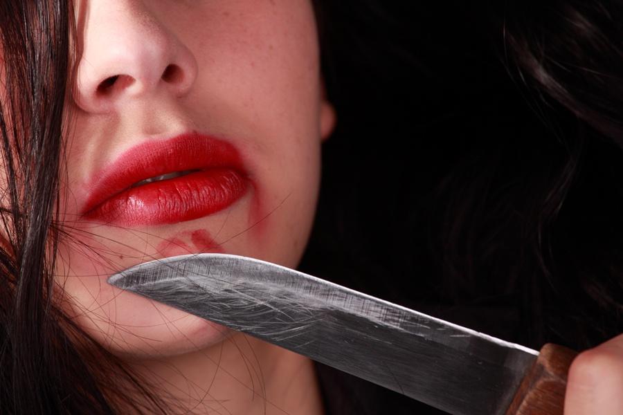 девушка ударила ножом знакомого