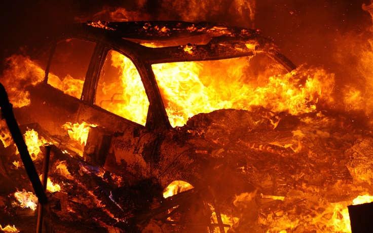 Автомобиль ГАЗ сожгли неизвестные вДзержинске 5декабря