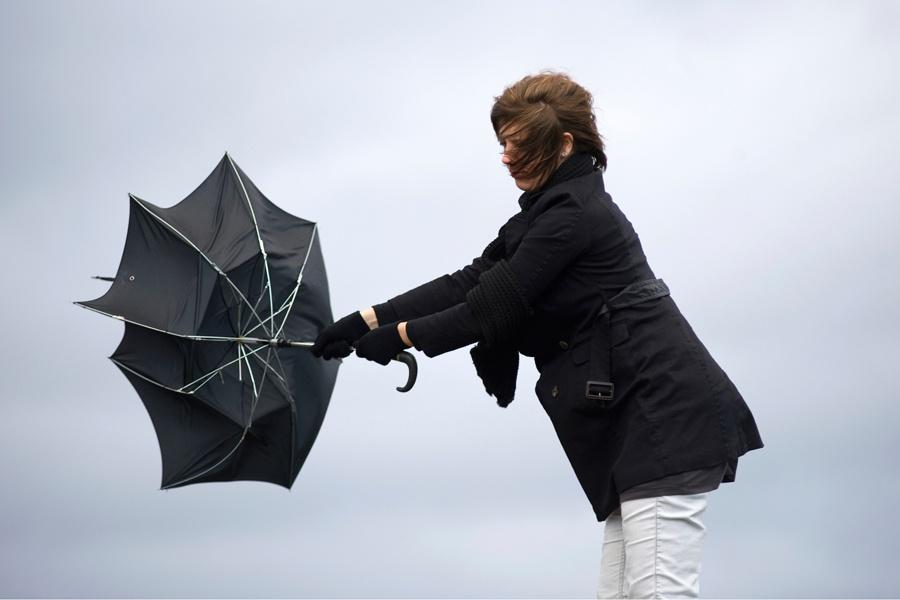 Ураганный ветер, гроза иград надвигаются наНижегородскую область