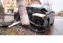 В Дзержинске водитель сбил столб на проспекте Ленина