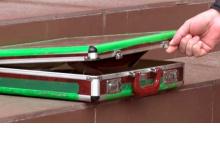Подозрительный чемодан был обнаружен на ступеньках дзержинского МФЦ