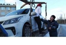 Жительница Дзержинска пыталась геройски спасти свое авто от эвакуации
