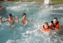 Благодаря «Елке желаний» дети из детского дома Дзержинска побывали в аквапарке
