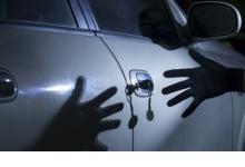 Дзержинские полицейские раскрыли кражу имущества из автомобиля