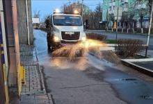 С сегодняшнего дня в Дзержинске обрабатывают тротуары