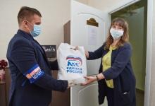Дзержинские волонтеры передали медицинские маски в детские сады