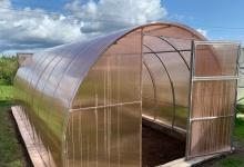 Современные поликарбонатные теплицы для овощей и ягод